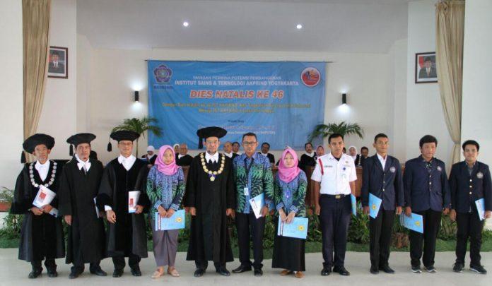 Dekan Fakultas Teknologi Industri, Dr. Ir. Toto Rusianto, M.T. dinobatkan sebagai dosen berprestasi tahun 2018