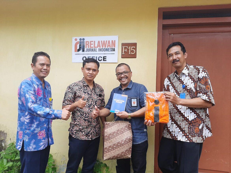 Kunjungan ke Kantor Relawan Jurnal Indonesia